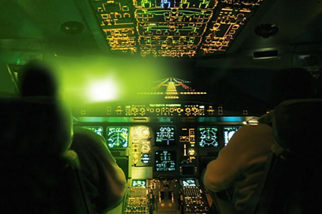 Pilotes aveuglés, vision embrouillée, approches interrompues: les rapports... (PHOTO FOURNIE PAR TRANSPORTS CANADA)