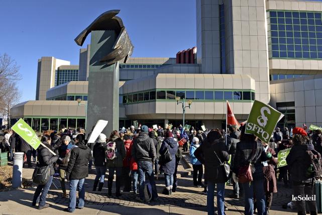 La deuxième vague de grèves du Front commun syndical et de ses 400 000 membres... (Photothèque Le Soleil, Patrice Laroche)
