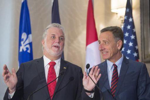 Le premier ministre Philippe Couillard ainsi que le... (Photo PC)