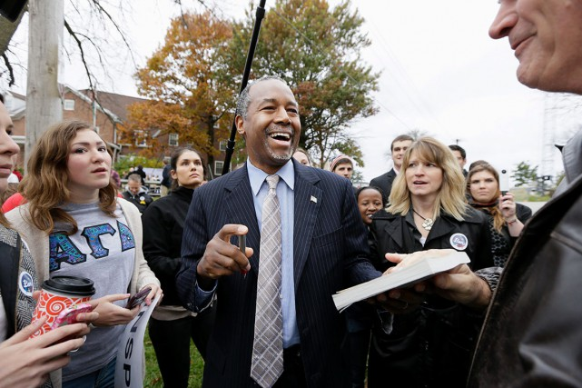 Avec 26 % des intentions de vote,Ben Carson... (AP Photo/Charlie Neibergall)