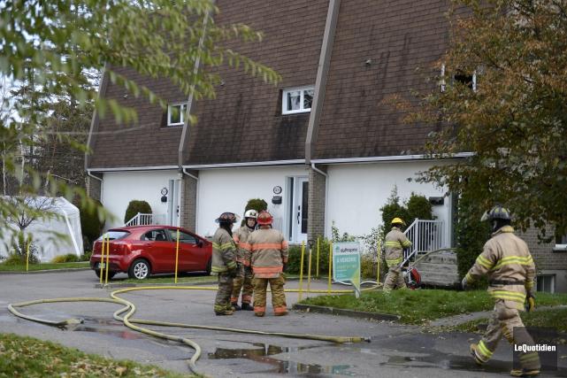 Les pompiers ont été appelés sur les lieux... (Photo Le Quotidien, Jeannot Lévesque)