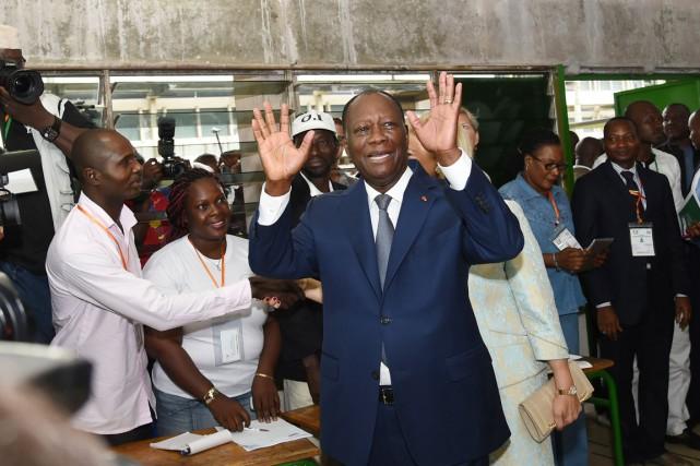 Le président Ouattara a facilement été réélu avec83,66%... (PHOTO SIA KAMBOU, ARCHIVES AFP)