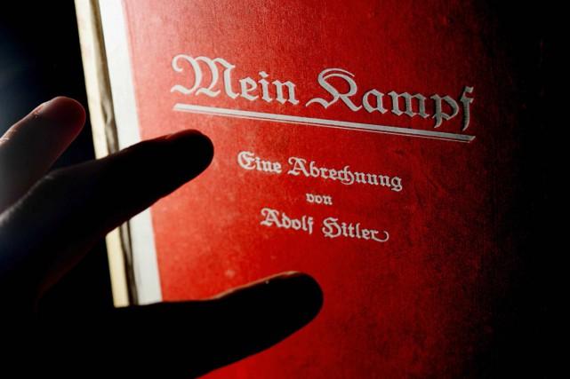 Mein Kampf(en français «Mon combat») a été rédigé... (PHOTO CARL DE SOUZA, ARCHIVES AFP)