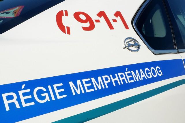Un jeune homme a aggravé son cas quand il a menacé un policier de Magog alors... (Archives La Tribune, Frédéric Côté)