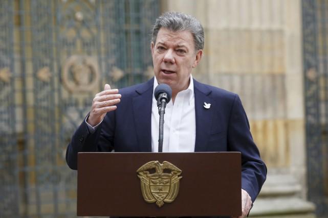 Le président Santos a proposé un «cessez-le-feu bilatéral... (PHOTO JOHN VIZCAINO, ARCHIVES REUTERS)