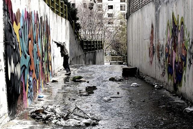 Vue d'une ruelle de Téhéran tirée du film... (Keywan Karimi via AP)