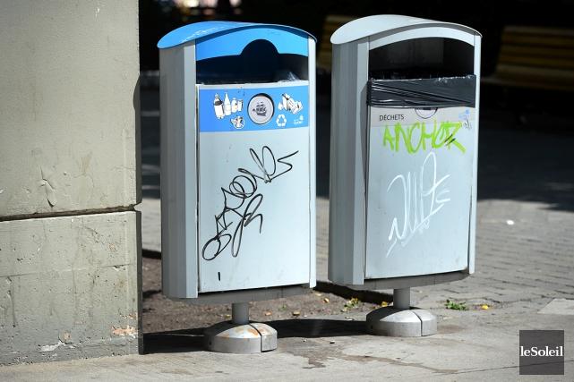 Ce modèle de poubelles doubles pour les ordures... (Photothèque Le Soleil, Patrice Laroche)