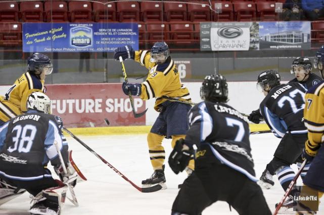 Les Inouk ont remporté une victoire de 3-1... (Photo Julie Catudal, archives la voix de l'Est)
