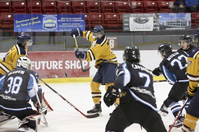 Les Inouk ont remporté une victoire de 3-1... (Julie Catudal, archives La Voix de l'Est)