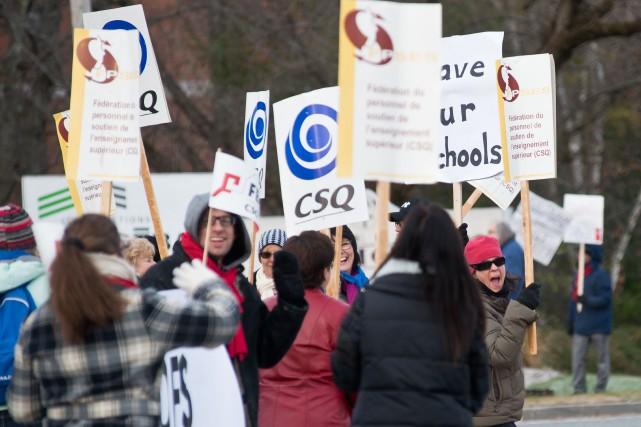 La décision de la Commission scolaire des Sommets (CSS) de reprendre les cours...