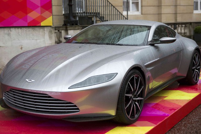 La Aston Martin DB10... (PHOTO NEIL HALL, ARCHIVES REUTERS)