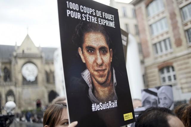 Raif Badawi avait été arrêté en juin 2012... (PHOTO STÉPHANE DE SAKUTIN, ARCHIVES AFP)