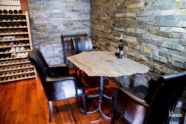 Original: une table constituée d'une plaque d'ardoise montée sur piétement... (PHOTO ALAIN ROBERGE, LA PRESSE)
