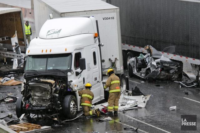 Un camion semi-remorque de la compagnie JMF de... (Photo La Presse)