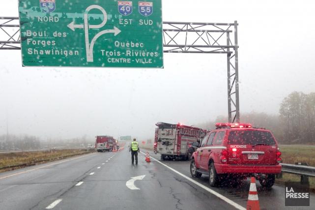 Les pompiers sont intervenus, avec leurs pinces de... (Photo: Krystine Buisson)