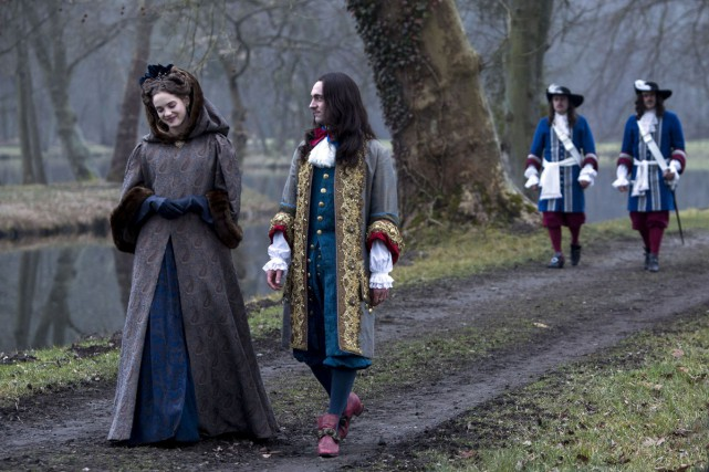 Noémie Schmidt (Henriette) et George Blagden (Louis XIV)... (PHOTO FOURNIE PAR LA PRODUCTION)