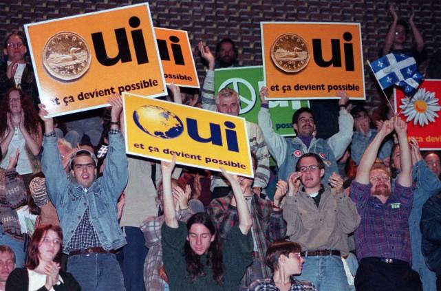 Des supporters du camp du Oui manifestent avant... (Archives, La Presse Canadienne)