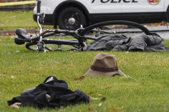 Les policiers nagent en plein mystère à la... (photo Alain Dion)