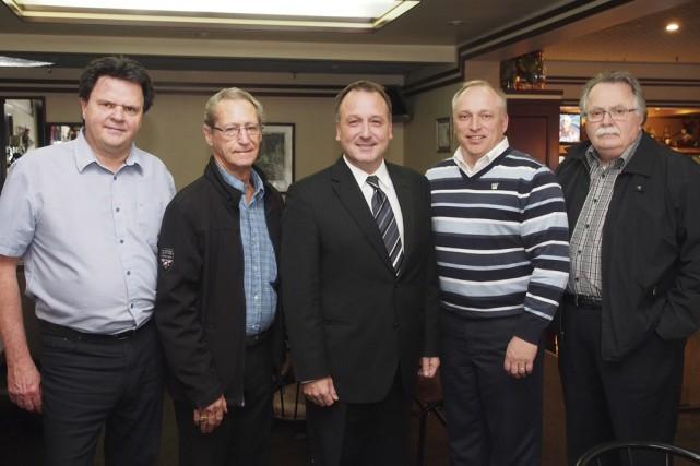Pierre Breton (au centre de la photo) et... (photo Alain Dion)
