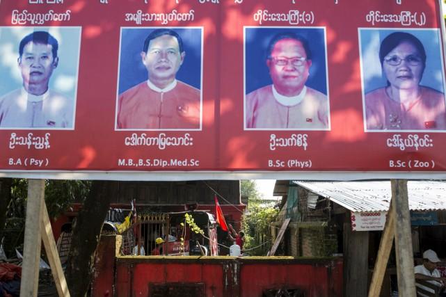 Une affiche pour des candidats locaux de la... (Photo archives REUTERS)