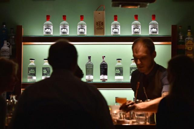 Alcool typiquement british, le gin vit une renaissance à Londres où... (PHOTO AFP)
