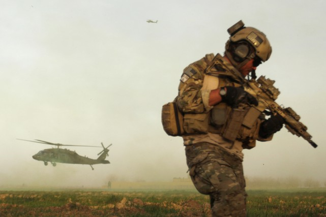 Le secrétaire américain à la Défense, Ashton Carter,... (PHOTO PATRICK BAZ, ARCHIVES AFP)