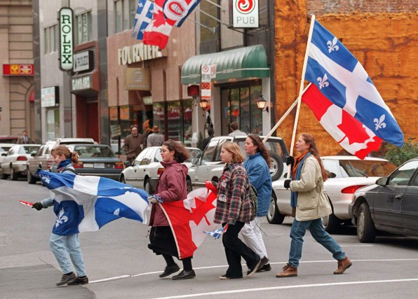 Le jour du référendum de 1995, ces jeunes... (PHOTO ARCHIVES LA PRESSE CANADIENNE)