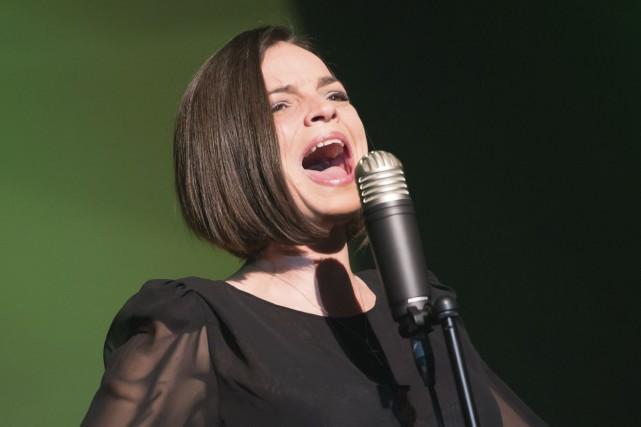 Anne Carrère dans Piaf! Le spectacle.... (Collaboration spéciale, Val Wagner)