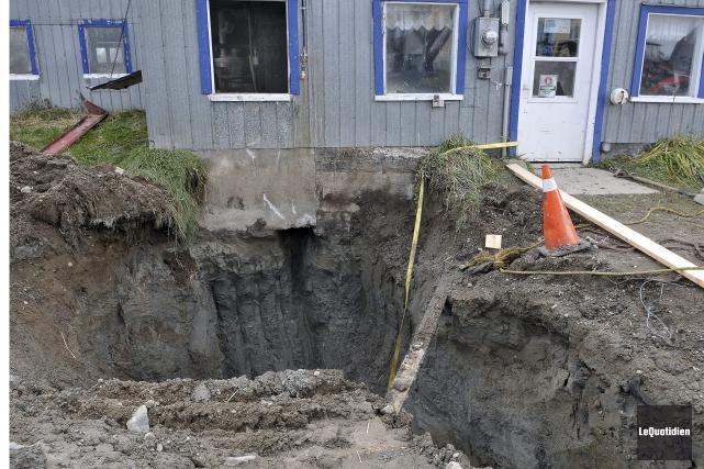 L'homme s'est retrouvé prisonnier d'un trou d'une profondeur... (Photo Le Quotidien, Rocket Lavoie)