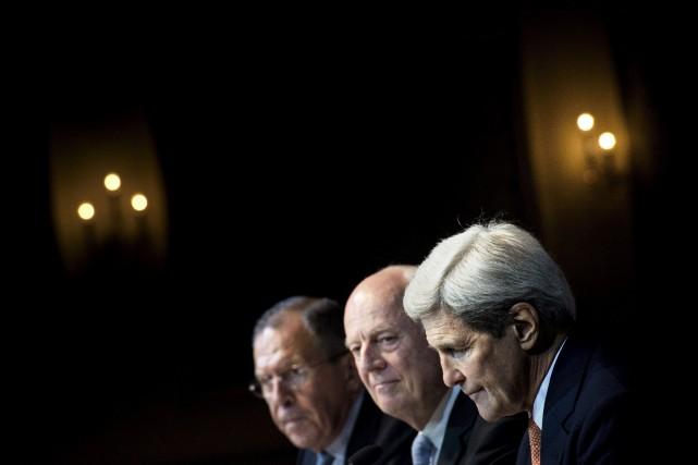 De gauche à droite: le ministre des Affaires... (Brendan Smialowski, AP)
