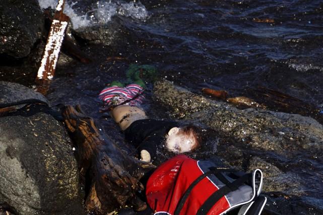 Au moins 22 migrants, dont 17 enfants, ont... (AFP)