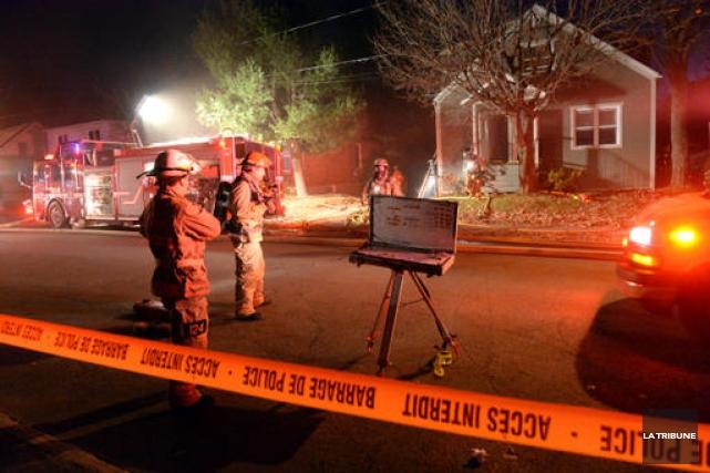 Un incendie est survenu vendredi soir sur la rue Craig à Sherbrooke, faisant un... (IMACOM, Maxime Picard)
