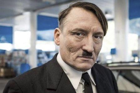 Dans le film Er Ist Wieder Da (Look...