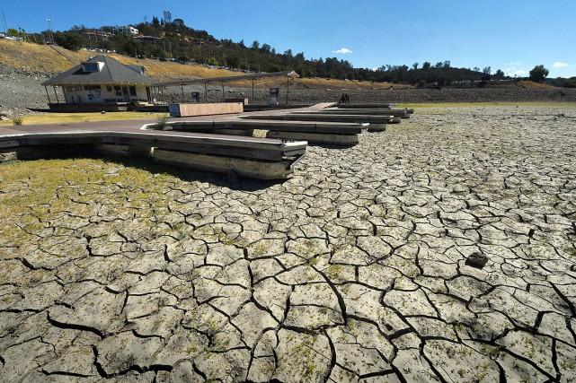 Le lac Folsom est un réservoir près de... (PHOTO MARK RALSTON, AFP)