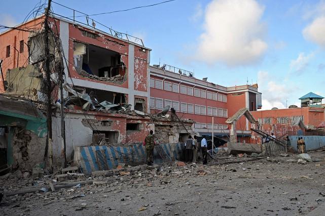Un véhicule rempli d'explosifs a été lancé contre... (PHOTO MOHAMED ABDIWAHAB, AFP)