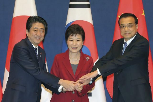 Le premier ministre japonais Shinzo Abe, la présidente... (Photo Lee Jong-hoon, AP/Yonhap)