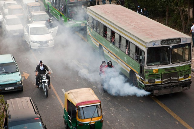 La pollution créée par le trafic inflige un... (Photo Prashanth Vishwanathan, archives Bloomberg)