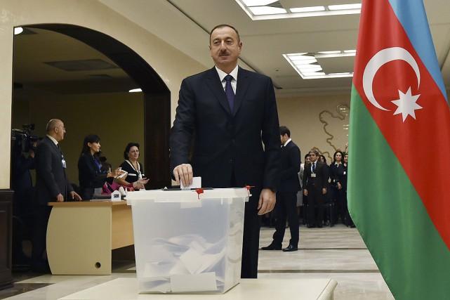 Leprésident Ilham Aliev a voté plus tôt aujourd'hui.... (Photo Vugar Amrullayev, Reuters)