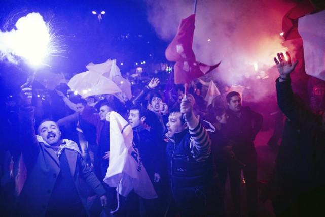 Les supporteurs du Parti de la justice et... (AFP, Dimitar Dilkoff)