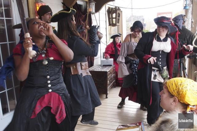 Une équipe de 18personnes ont joué des pirates... (Alain Dion, La Voix de l'Est)