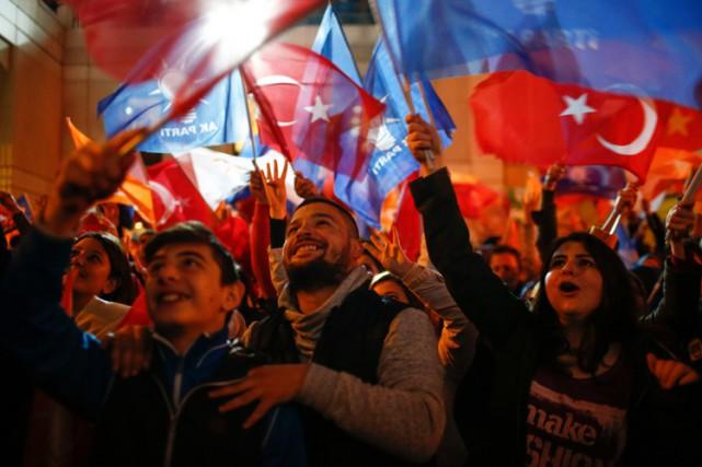 Depuis l'élection du 7 juin, le climat politique... (PHOTO AP)