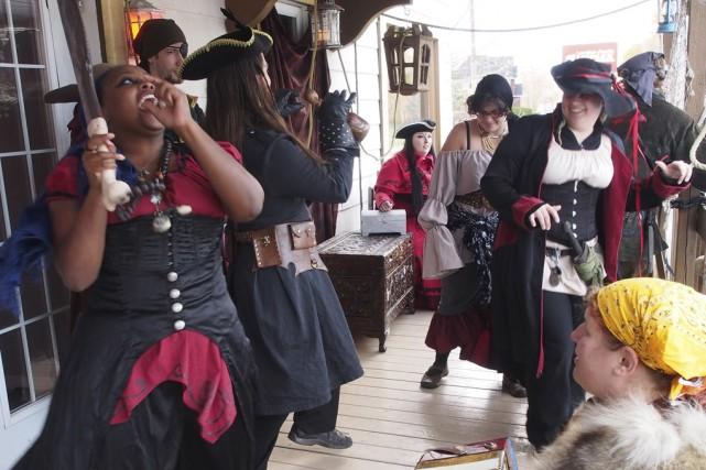 Une équipe de 18personnes ont joué des pirates... (photo Alain Dion)