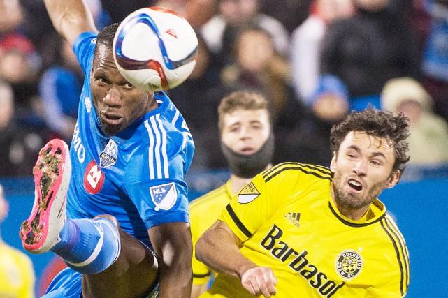 Didier Drogba (à gauche) de l'Impact de Montréal... (La Presse Canadienne, Graham Hughes)