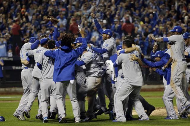 Les Royals de Kansas City ont remporté leur premier titre de la Série mondiale... (AP)