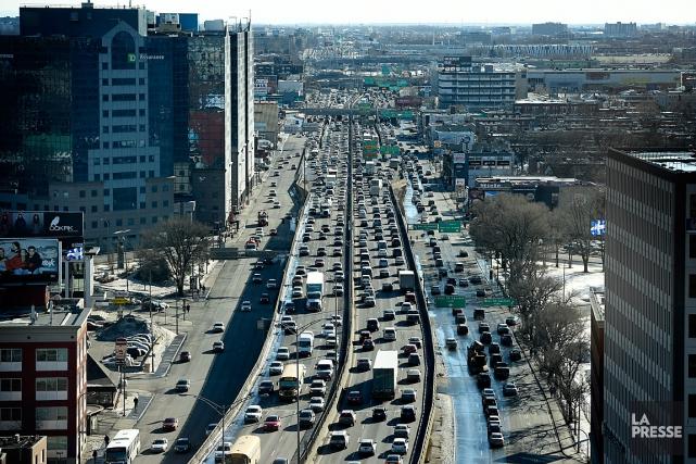 Les coûts de la congestion sont multiples. Ses impacts sont vécus au... (PHOTO BERNARD BRAULT, ARCHIVES LA PRESSE)