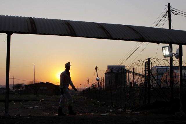 L'exploitation minière illégale représente un manque à gagner... (PHOTO DENIS FARRELL, ARCHIVES AP)