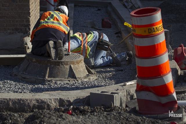 Le gouvernement fédéral devrait cesser de financer les petits projets... (Archives La Presse)