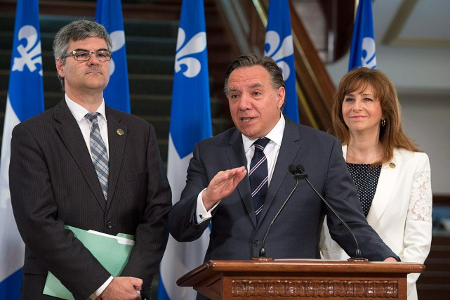 Le chef de la CAQ François Legault (au... (Photo Jacques Boissinot, archives PC)