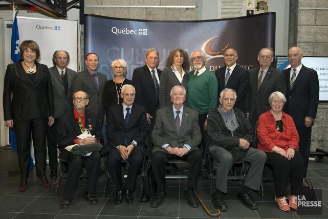 Les ministres Hélène David (à l'extrême gauche) et... (Gouvernement du Québec)