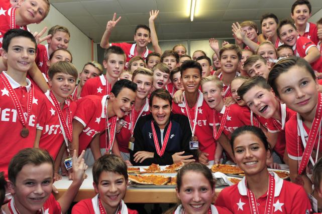 Roger Federer a offert de la pizza aux... (Photo Harold Cunningham, AFP)
